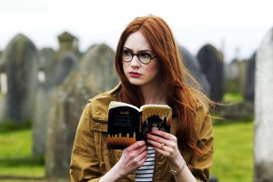 Karen-Gillan-Reading-Book